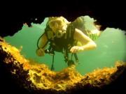 Entdecken Sie die Unterwasserwelt: Höhlen